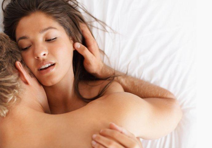 ogromni porno filmovi mama uči kćer za seks