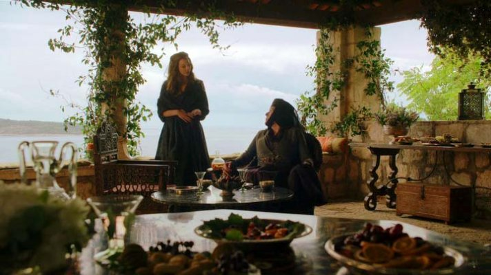 s04e04-lady-olenna-talks-with-margaery-in-the-garden