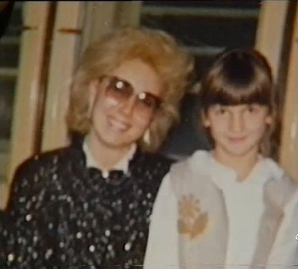 NIKAD VIĐENA FOTOGRAFIJA! Ovo je prva slika Lepe Brene i Jelene Karleuše iz  1988. godine! (FOTO)   Novi.ba