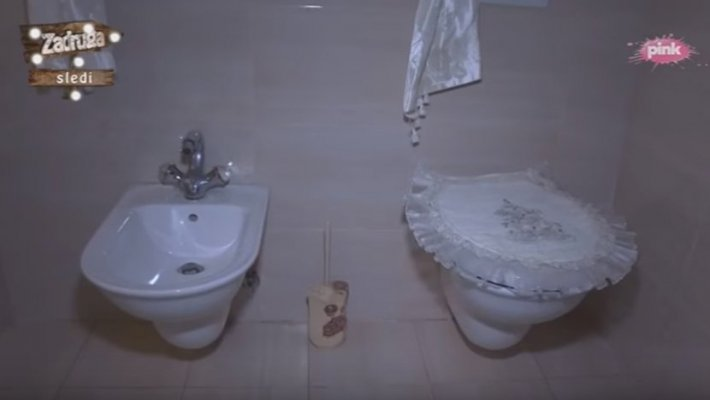 I U TOALET IDU SKUPA: Zavirite u unutrašnjost kuće Zorice Brunclik i  Kemiša, a kada vidite kupatilo sve će vam biti jasno! | Novi.ba