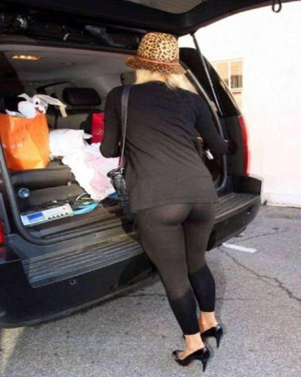 17-celebrities-who-have-experienced-yoga-pants-fails-13