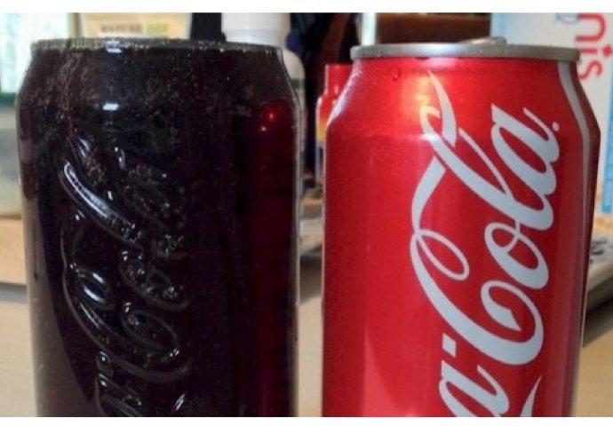 izlazi s bocom coca-cole