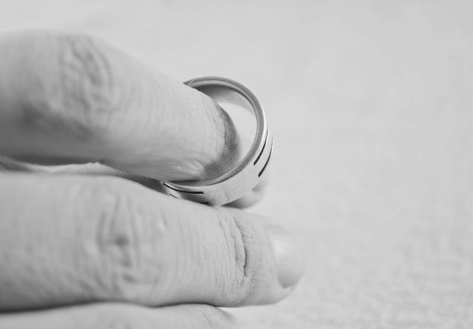 Udana žena koja se udaje za oženjenog muškarca