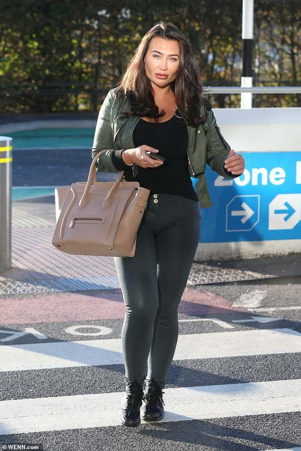 4582812-6214171-more-surgery-lauren-goodger-fuelled-further-rumours-she-has-gone-a-177-1538064847007