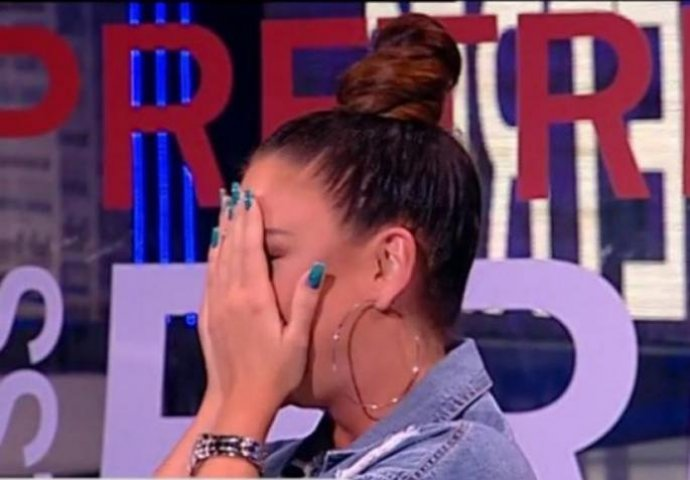 SAOPŠTILI JOJ LOŠE VIJESTI: Poznata srpska pjevačica boluje od NEIZLJEČIVE BOLESTI !!!