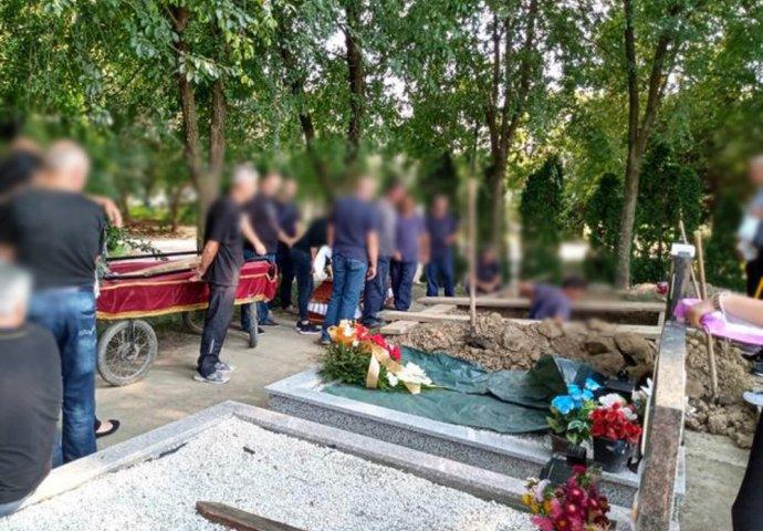 BIZARNA SCENA NA GROBLJU U PANČEVU: Okupili se na sahrani, a ONDA USLIJEDIO  ŠOK | Novi.ba